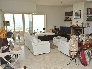 CASA NINA, elegante appartamento con terrazzo vista mare a 100 m dalla spiaggia