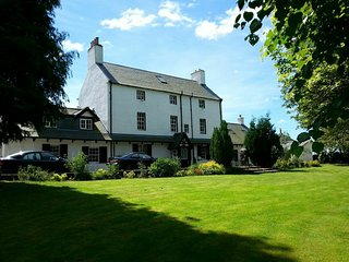 Historic Luxury Cottage, Stuc an t Sagairt , Loch Lomond