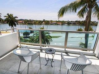 New Listing! Fantastic 1BR Apartment, Pool, Beach Access, Close to South Beach