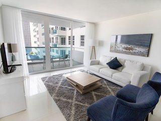 OCEANFRONT BLDG, DELUXE 2BR/2BA WITH BALCONY, BEACH, GYM, POOL, TENNIS COURTS