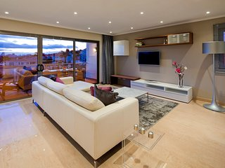 Luxury modern, spacious apartment, with fantastic sea views - Premier n0 35