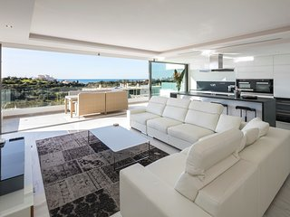 Luxury state of the art, spacious penthouse apartment, with fantastic sea views