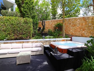 Modern spacious duplex apartment, Garden and Sea views, Communal Pool, Jacuzzi,