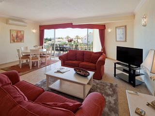 Comfortable spacious duplex apartment, with pool view - Parque n0 5