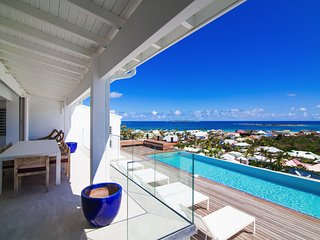 4 bedroom villa with gorgeous sunrise view over the beach