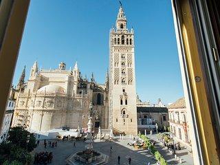 Espectacular apartamento en La Plaza de los Reyes de Sevilla junto a la Giralda
