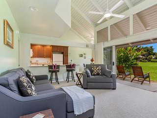 Classic Hawaiian condo w/mountain views, shared pool & hot tub!