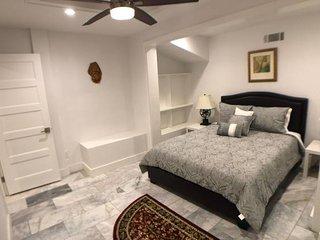 Beautiful 2 Bd Lovely Home by Lenox - Atlanta