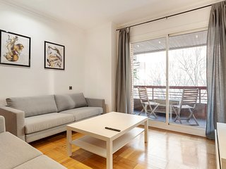 Lovely and chic 5 Bed Apt next to Sagrada Familia