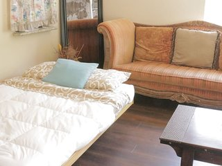 Coziest Futon in Sac + Amazing Home Vibe! - WR5