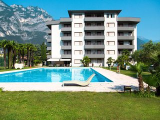 2 bedroom Apartment with Pool, WiFi and Walk to Beach & Shops - 5768669