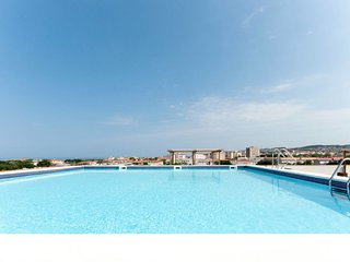 2 bedroom Apartment with Pool, Air Con and Walk to Beach & Shops - 5768712