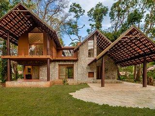 Acacia Villa One by Vista Rooms