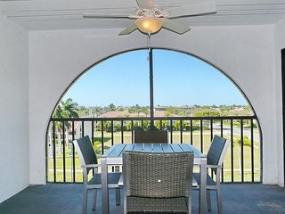 Renovated waterfront condo w/ heated pools & hot tubs