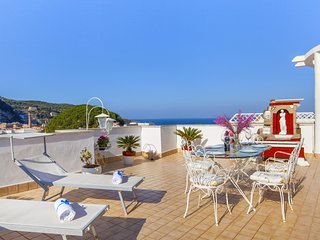 Appartamento Brum with Shared Pool, Terrace and Sea View