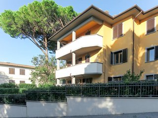 4 bedroom Apartment with Air Con, WiFi and Walk to Beach & Shops - 5768673
