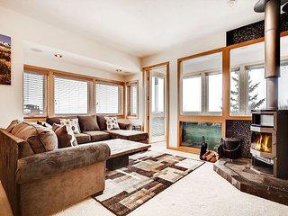 Ski-Central 1BR, 2BA Silverthorne Condo w/ Lake Views - Newly Renovated!