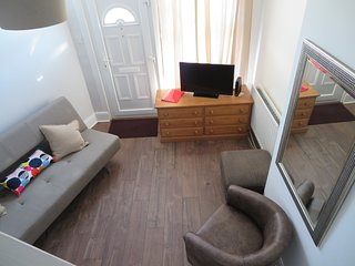 luxury 2 bed house with garden and parking