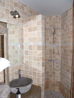 Chambre 1- Décor minéral avec douche à l'italienne