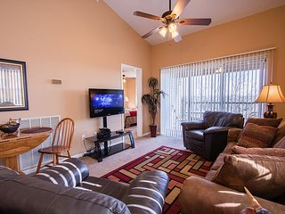 Overlook Grove - Cozy 2 bedroom condo with a beautiful view at Holiday Hills!