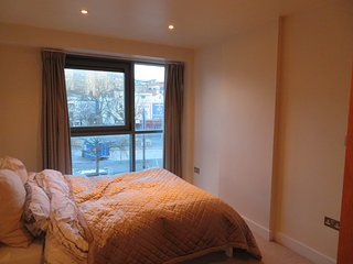 2 bed city harbourside centre apartment sleeps up to 4