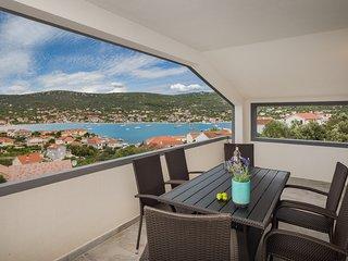 A3 - Modern 100 m2 apt with terrace, 3 min walk to beach