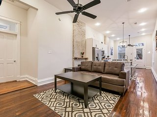 Spacious 3BD Duplex/Minutes Away from French Quarter