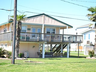 Fabulous Lighthouse, Galveston, very close to water in Bermuda Beach, sleeps 12