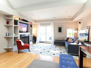HGTV Penthouse Loft at 6th & M NW - Next to Convention Center