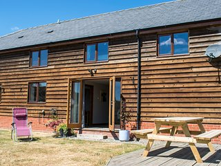 THE BARN, WiFi, dog-friendly, near Llandrindod Wells