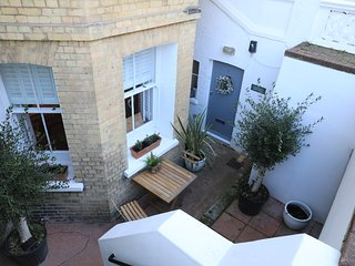 Olive Tree Apartment Hove - Stylish, Comfortable Retreat. 5 minutes to Seafront