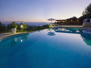 Villa Teya - Impressive villa with private pool