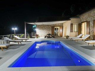 Villa Cleopatra, 3-bedroom, beautiful sea view, private swimming pool.