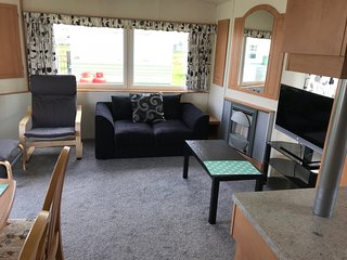 6 BERTH CARAVAN . DOG FRIENDLY SITE
