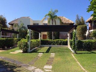 Elegant 3 Bedroom House, Porta Fortuna On Four Seasons Golf Course W/ Golf Cart