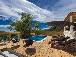 Villa Dundo Pero - Four Bedroom Villa with Swimming Pool and Sea View