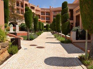 Baia da Luz - ground floor luxury resort apartment with enclosed terrace