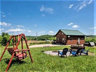 Golden Ridge Log cabin in Hocking Hills OH, hot tub, fire ring, pond, 57 acres