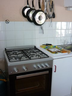 Kitchen with full oven and wide range of kitchen utensils
