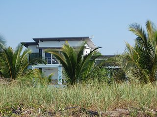 Mariposa Blanca Modern Large Beach House