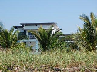 Mariposa Blanca Modern Large Beach House