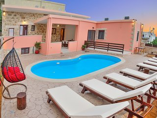 Private pool★10+ sleeps★5min to Falasarna Beach★4Bdr★Walk to Market & Restaurant