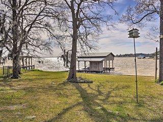 Lakefront Livingston Home w/ Boat House & Kayaks!