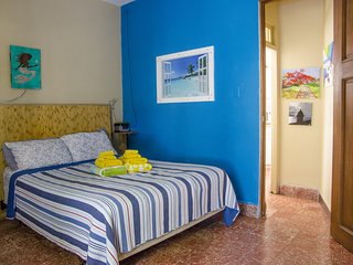 Romantic Studio with Double Shower, steps to beach and close to SJU airport