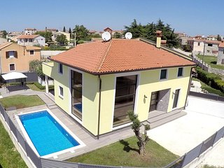 Spacious villa in the center of Bale with Parking, Internet, Air conditioning, P