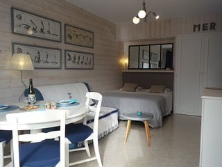 1 bedroom Apartment with WiFi and Walk to Beach & Shops - 5422577