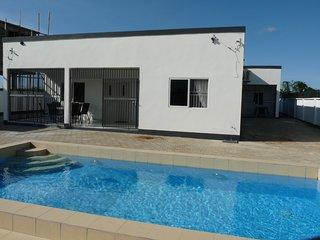 Luxe appartement (A) met zwembad Paramaribo Noord (Surivillage Apartments)
