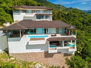 Studio in private villa with outside and private access
