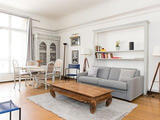 Claridge apartment in 08eme - Champs  Elysees with WiFi, integrated air conditio