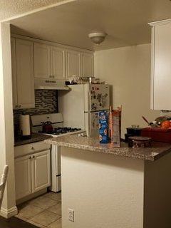 Central Los Angeles! We are renting our incredible well-located apartment.